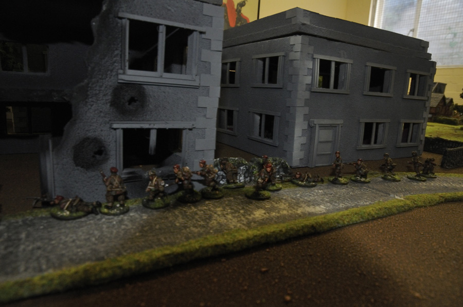 2nd Para sneaks its way to the bridge through the streets of Arnhem.